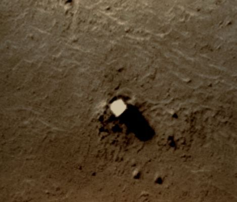 Newly discovered Martian monolith. Crop by an ATS member.